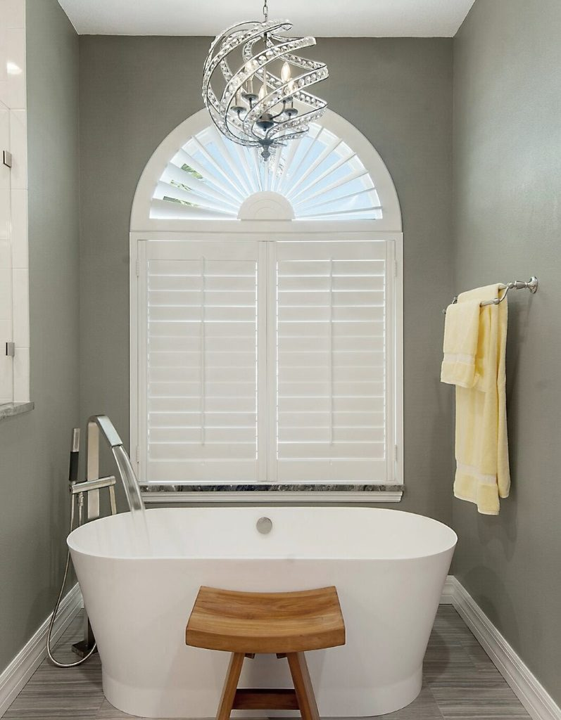 Tub with Running Water